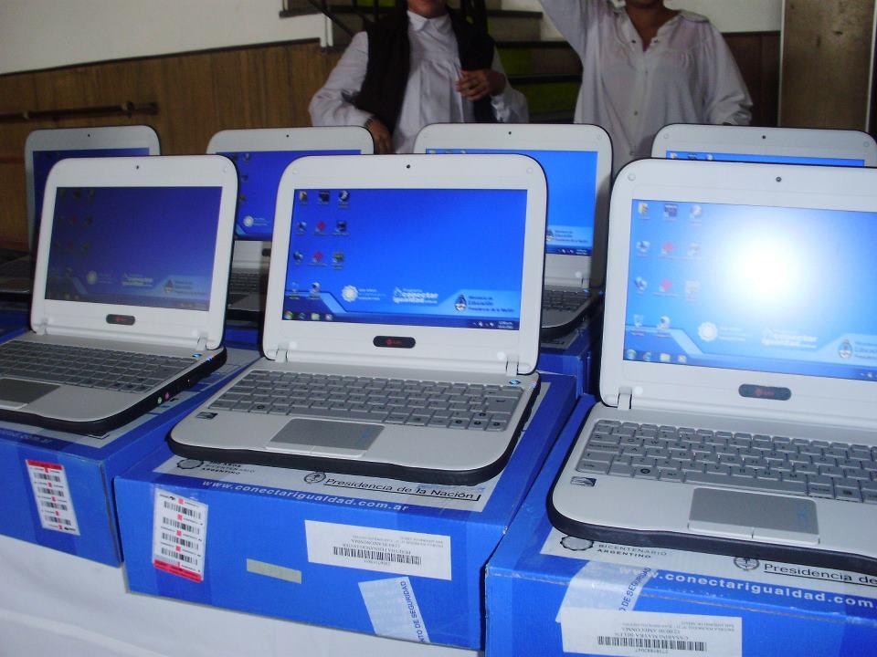 Entregaron netbooks a escuelas de Nivel Medio y Especial