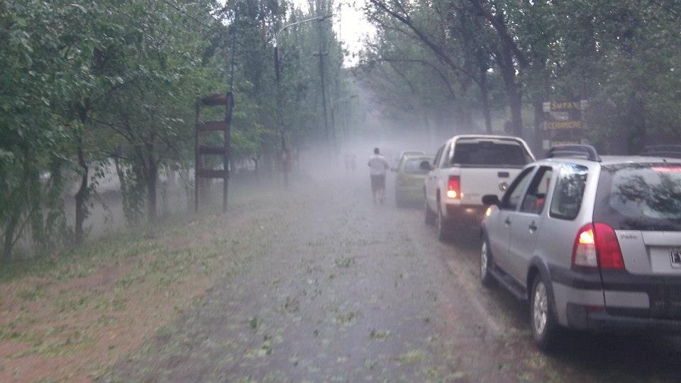 """Declaran """"alerta naranja"""" para toda la provincia y aseguran que habrá fuertes tormentas"""