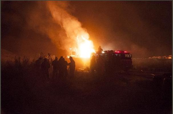 """Fuego en pozo petrolero: """"está controlado pero no extinguido"""""""