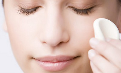 Trucos para quitar el maquillaje sin irritar la piel