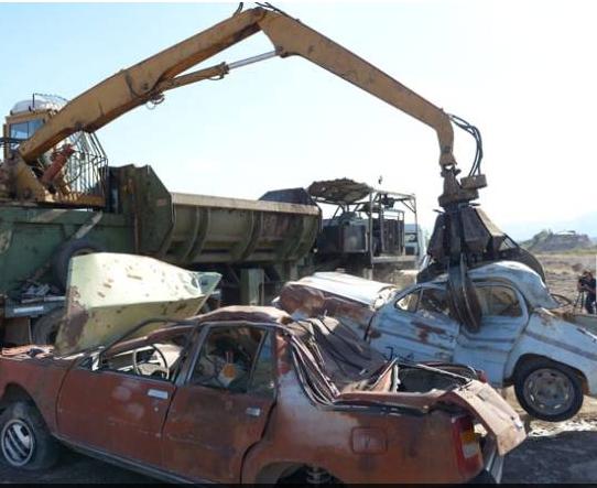 Comenzaron a compactar los autos en San Agustín en Mendoza