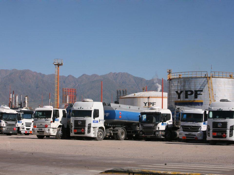 Podría faltar combustible en Mendoza por un reclamo gremial