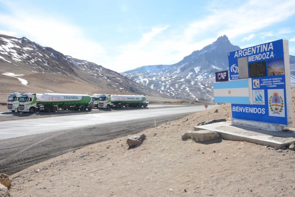 Paso Pehuenche: Cruzan cargas comerciales