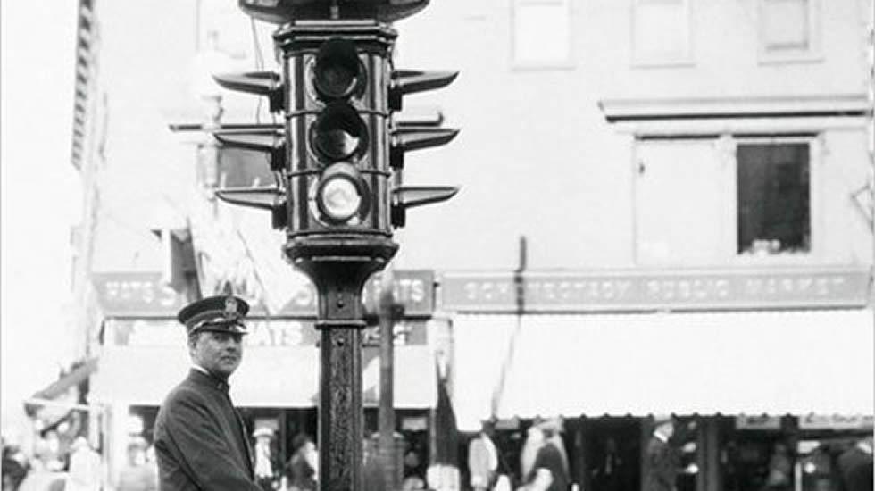 A 101 años del primer semáforo – Día del Sur Noticias