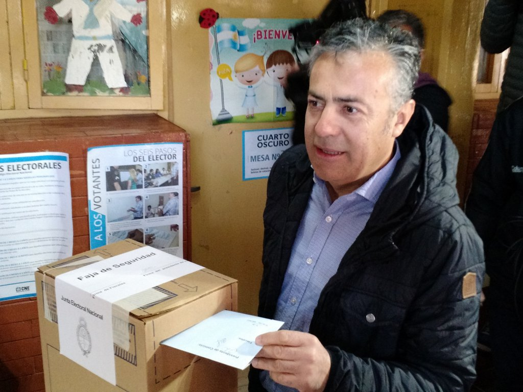 Votó Cornejo y desmintió aumentos salariales