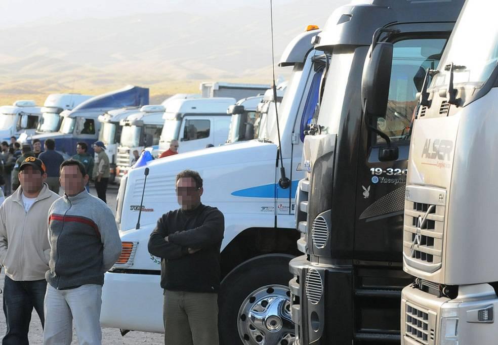 Camioneros argentinos simulan robo