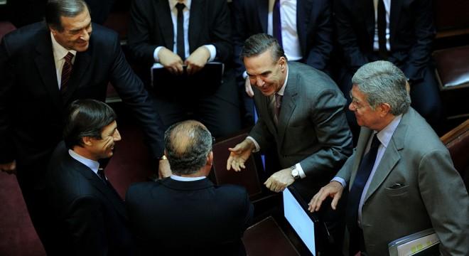 Senadores oficialistas no dieron quórum