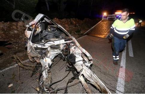 'Vuela' con su BMW, se estrella contra un árbol y sale ileso en s'Estanyol