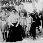 flia suter en 1910 (federico tiene la mano sobre el hombro su padre)