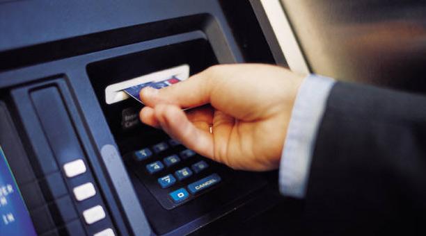 Cómo conseguir efectivo si los cajeros se quedan sin billetes durante el fin de semana largo