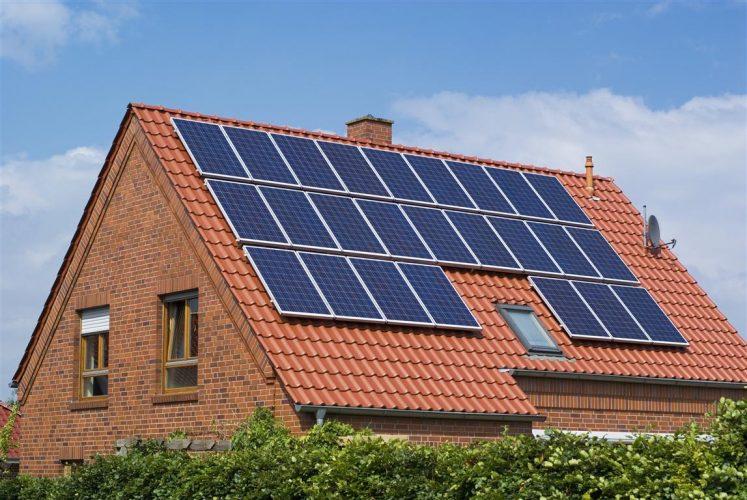 Empresa canadiense fabricaría paneles solares en Mendoza