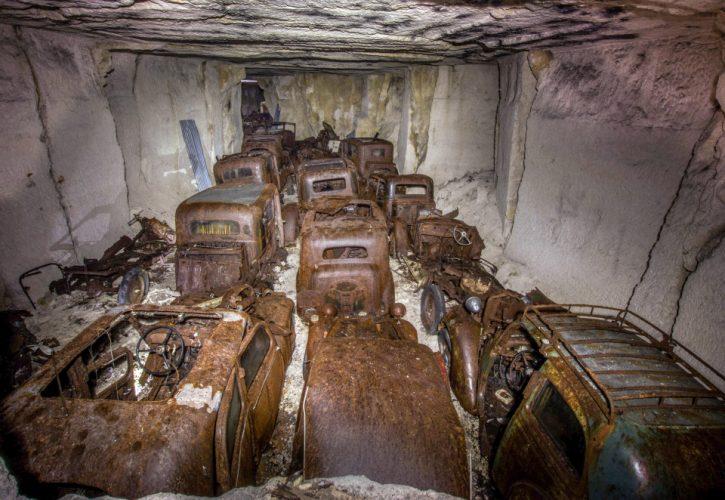 Hallan coches clásicos 80 años escondidos