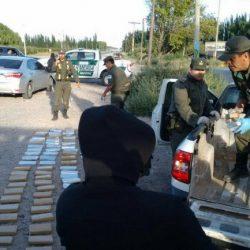 Droga: detuvieron 2 neuquinos con más de 100 paquetes
