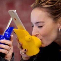 Inventan prototipo para recrear un beso a larga distancia