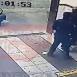 Brutal agresión de dos policías al dueño de un hotel alojamiento. Video...
