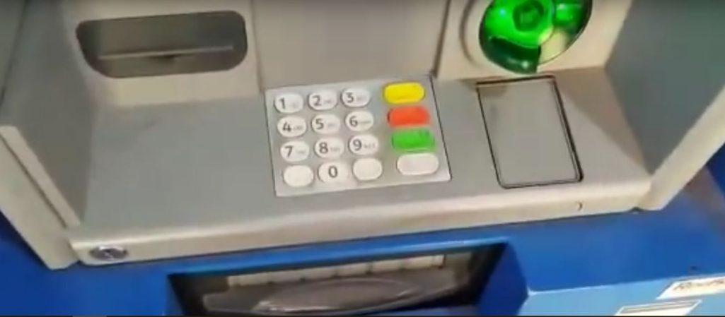 Despiden trabajador que mostró cómo clonan tarjetas en los cajeros chilenos