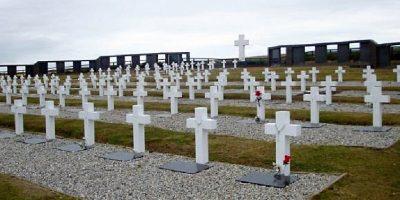 Video histórico: así enterraron a los soldados argentinos caídos en Malvinas