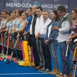 Cornejo inauguró el piso del mejor estadio de hóckey del país