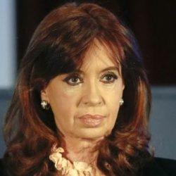 Procesaron a Cristina y le prohibieron salir del país