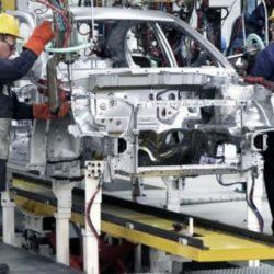La actividad industrial desaceleró su caída en marzo