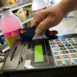 El débito busca convertirse en una realidad diaria