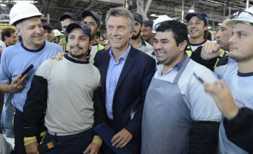 Macri oficializó el plan para beneficiarios de programas sociales