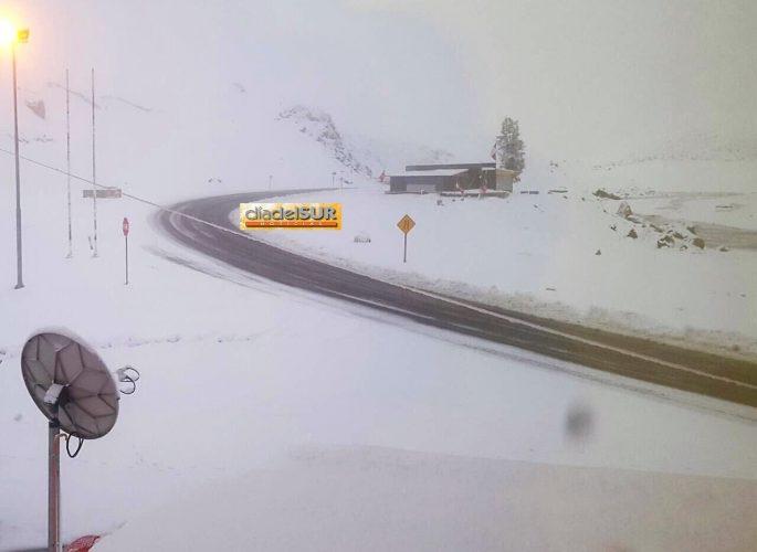 Paso Pehuenche cerrado por la nieve Video...
