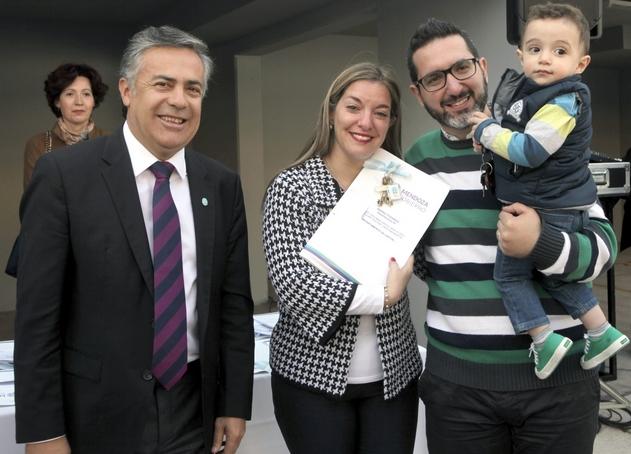 Cornejo anunció la financiación de más de 1.000 viviendas para Mendoza