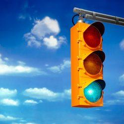 Piden semáforos para dos esquinas conflictivas