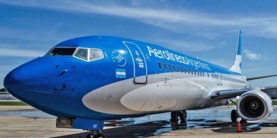 Low cost: Aerolíneas analiza cobrar por separado servicios de a bordo