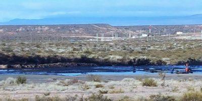 Derrame de petróleo en un tanque de YPF
