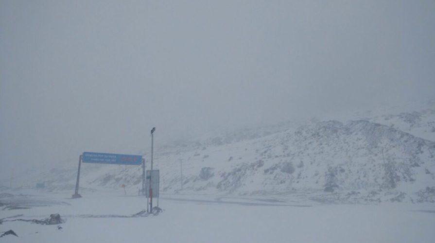 Por nevadas y malas condiciones del tiempo, no abren el paso internacional