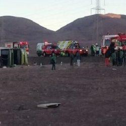 Volcó un micro de Turbus en Chile