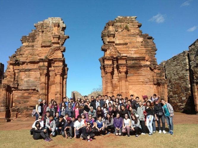 Alumnos secundarios sureños realizaron viaje educativo a Buenos Aires y a Misiones