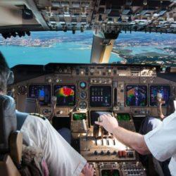 Aerolínea busca convertir empleados de supermercado en pilotos
