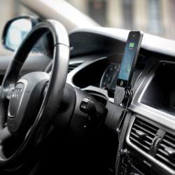 Los puertos USB de tu coche son lentos al recargar tu móvil