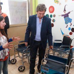 Félix compró 60 nuevas sillas de ruedas para personas con problemas motrices
