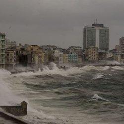 Irma desaparece el malecón de La Habana...imágenes