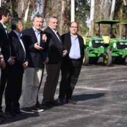 """Macri: """"Estos tractores para los productores de Mendoza son una herramienta que genera trabajo"""""""