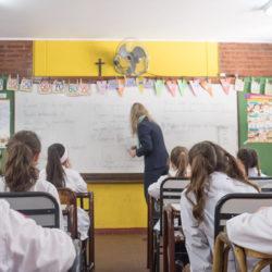 Algunos docentes disconformes con el pago de material didáctico