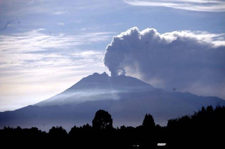 ¿Cómo se monitorea la actividad de los volcanes en Chile?