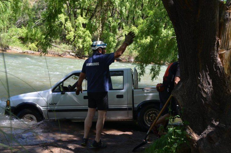 Extrajeron la camioneta del Río Atuel