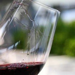"""¿Un vino con """"lágrimas"""" o """"piernas"""" más densas es mejor?"""
