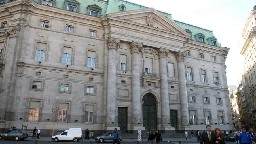 Banco Nación, sin liquidez, suspendió líneas de crédito y tomará préstamos