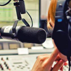 Fin a la locución a toda velocidad en las publicidades de radio y TV