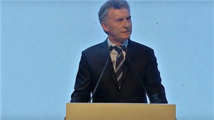 Macri firmó el decreto del bono para jubilados