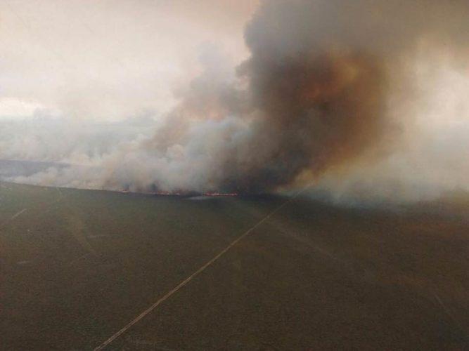 El fuego arrasa campos en Alvear