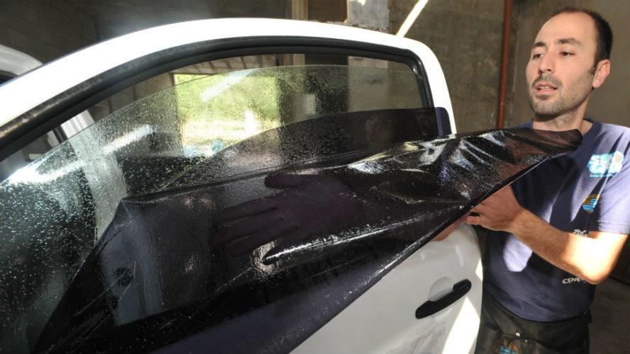 Aplicarán multas a vehículos con vidrios polarizados