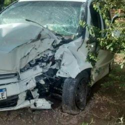 Mujer se descompensa y choca con su auto