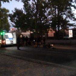 Un automovil colisionó a una moto policial